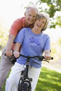 rsz_happy_couple_on_bike