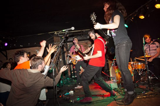 Amy Andronicus, lighter than air. Pics by Willie Davis, more below.