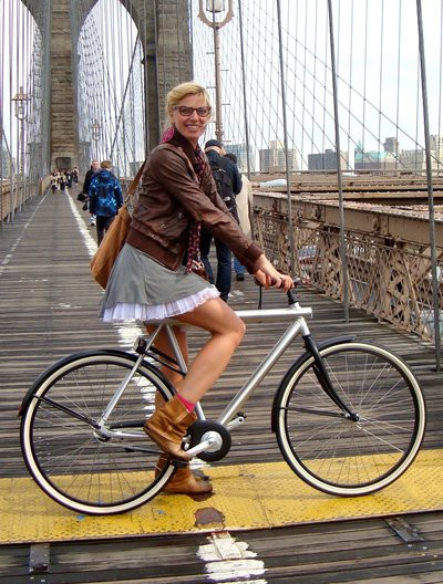 Rijcken on the Brooklyn Bridge, in the outfit she was later stopped in.