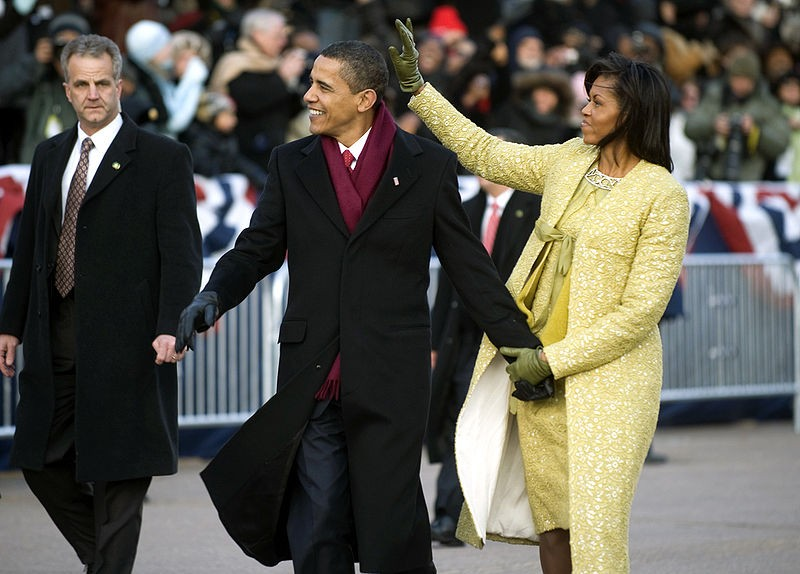 800px_obamas_walk_down_pa_ave._1_20_09_hires_090120_n_0696m_546a