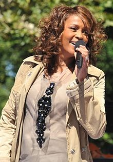 220px_flickr_whitney_houston_performing_on_gma_2009_4