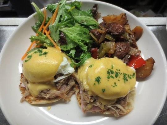 2-hour bottomless brunch with Cuban Eggs Benedict equals a plan on Saturday or Sunday