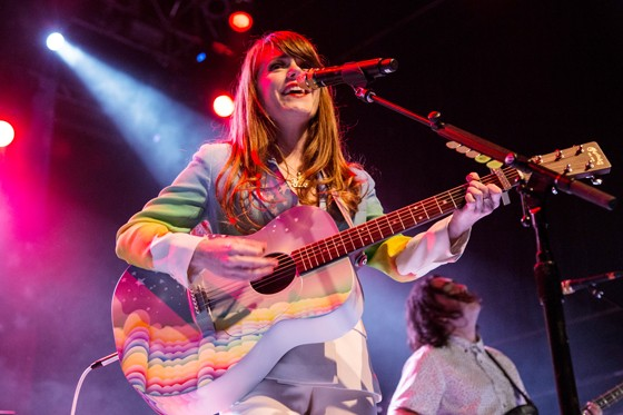 Jenny Lewis gets wavy at T5.