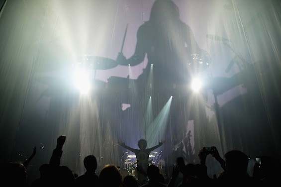 Prince & 3RDEYEGIRL greet the sold-out crowd at Louisville's Palace Theater, 3/14/15.